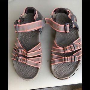 Teva Sz  6/ Sandals good condition peach/ taupe
